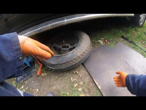 How to Pull the Chrysler Grand Dodge Caravan вытащить запаску Chrysler Grand Dodge Caravan