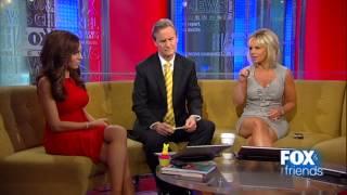 getlinkyoutube.com-Gretchen Carlson & Maria Molina hot legs cross - Fox & Friends - 03/26/13