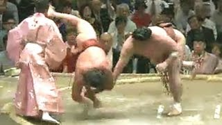getlinkyoutube.com-嘉風の足が行司の顔に命中 常幸龍vs嘉風 2013/09/24
