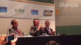 Bolsonaro responde à pergunta esquerdopata sobre segurança e arrasa!