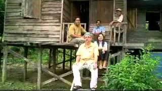 "getlinkyoutube.com-Bagaimana untuk menikah wanita Dayak di hutan? - Darrel Stott  ""How to marry Dyak lady"""
