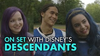 getlinkyoutube.com-On Set with the Stars of Disney's Descendants