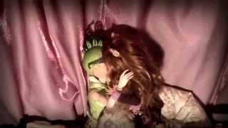 "getlinkyoutube.com-Monster High ""Blow Me (One Last Kiss)"" stop motion"