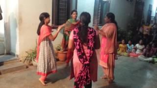 getlinkyoutube.com-v6 bathukamma song dance performance sriharsha navodaya /polytecnic/aprjc entrance  collage