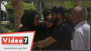 getlinkyoutube.com-بالفيديو..انهيار ريم البارودى فى جنازة ميرنا المهندس