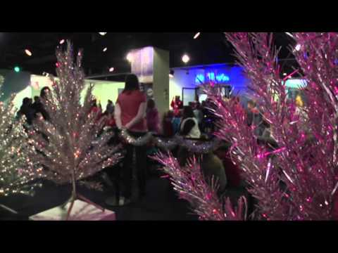 Aluminum Christmas Trees Back in Vogue