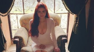 getlinkyoutube.com-Ariel Winter Flaunts Major Cleavage in Sexy White Dress on Easter