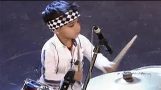 getlinkyoutube.com-3-year-old drums like a pro