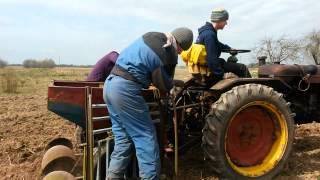 getlinkyoutube.com-Dt 20 ietestē kartupeļu stādāmo (ХТЗ ДТ-20)