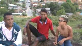 getlinkyoutube.com-Garoto De 12 Anos Humilha Homem De 20 Anos Na Rima !