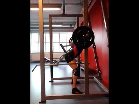 Sumo Squat 105kg below parallel and butt wink check