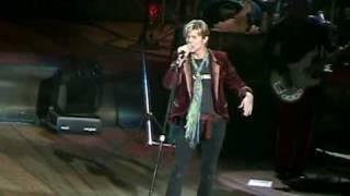 getlinkyoutube.com-David Bowie - Diamond Dogs / Five Years (Wantagh - 04.06.2004)