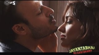 getlinkyoutube.com-Romance from Jayantabhai Ki Luv Story - Behind The Scenes -  Vivek Oberoi & Neha