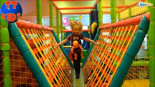 getlinkyoutube.com-✔ Кукла Ненуко и девочка Ярослава в Детском Развлекательном Центре. Doll Nenuco with Yaroslava