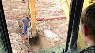 getlinkyoutube.com-Digging A 2 String Sewer Trench In The Frozen Ground: Cab View
