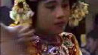 Warga Sintu Gunung: Barong Tengkok, Perisian and Ronggeng in Lombok, Indonesia view on youtube.com tube online.