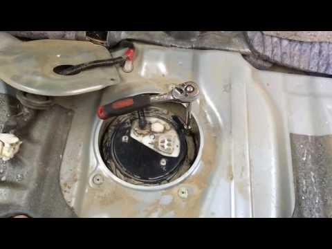 Замена датчика топлива в баке Тойота Ипсум 2002 года