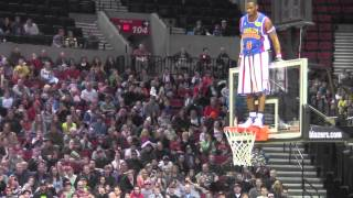 getlinkyoutube.com-Harlem GlobeTrotters vs Select 2013