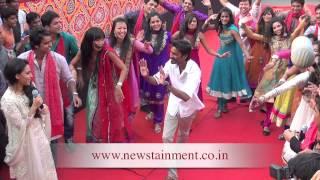 getlinkyoutube.com-Actor Dhanush dances at the film Raanjhanaa Press Conference