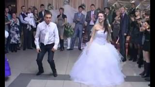 getlinkyoutube.com-أحلى رقص عروسين 2013