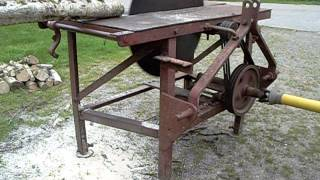 getlinkyoutube.com-Tractor PTO driven circular saw bench being driven by Grey Fergie