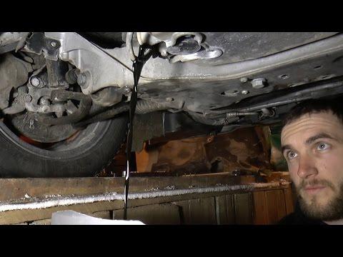 Замена масла в моторе Mercedes Benz C200K W203 Changing oil in engine