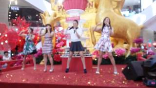 getlinkyoutube.com-M-Girls 四个女生签唱会 Pavilion Mall ~ Happy CNY