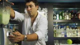 getlinkyoutube.com-カクテルレシピ|ミドリリキュール使用 ミドリマルガリータの作り方