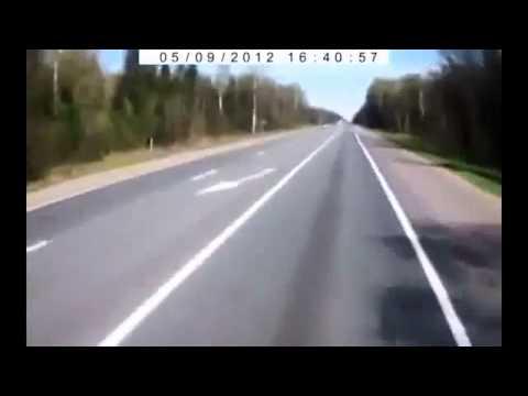 ВАЗ 2115 между двух грузовиков.Страшное ДТП на трассе