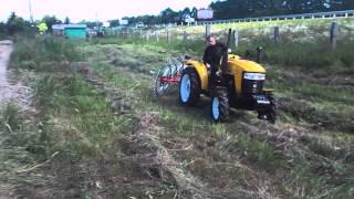 getlinkyoutube.com-Грабли ворошилки колёсно-пальцевые. Сгребание сена в валки.