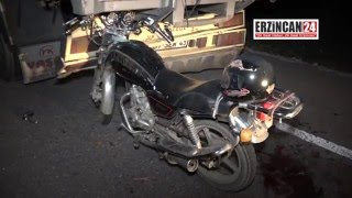 Kamyon Kasasına Saplanan Motosikletten Mucize Kurtuluş