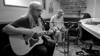 "getlinkyoutube.com-SUPER RARE - DINOSAUR JR - ""Little Fury Things"" live on the Radio... FM 94.9 San diego"