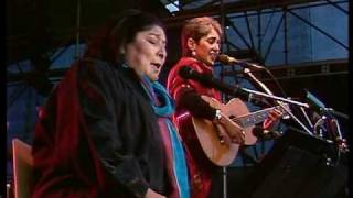 "getlinkyoutube.com-Joan Baez & Mercedes Sosa ""Gracias A La Vida"""