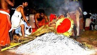 getlinkyoutube.com-Kongachi Badhra Kali Temple (Uchitta Bhagavathi theyyam) pathayakkunnu,  pathayakkunnu