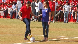 getlinkyoutube.com-Wow! Salman Khan Plays Football