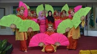 getlinkyoutube.com-Tari Kipas Persembahan Mahasiswi Dewi Maya
