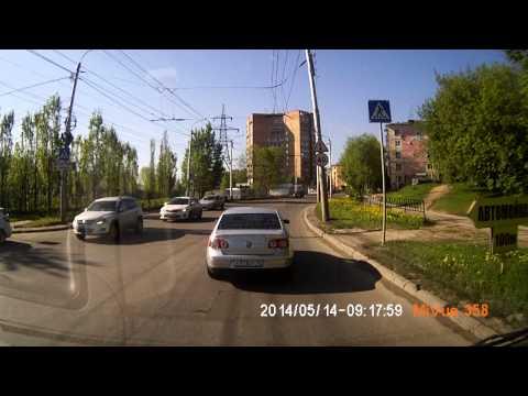 """Неадекватный """"учитель"""" на дороге. Калуга 14.05.2014"""