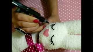 getlinkyoutube.com-D.I.Y: A sock, a litte rabbit (conejitos hechos con calcetines)