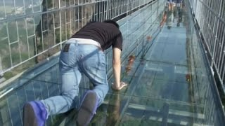 getlinkyoutube.com-Raw: Tourists Brave Glass-Bottom Bridge