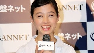 "getlinkyoutube.com-橋本環奈 「似合っていますか?」 ""白衣の天使""姿を初披露"