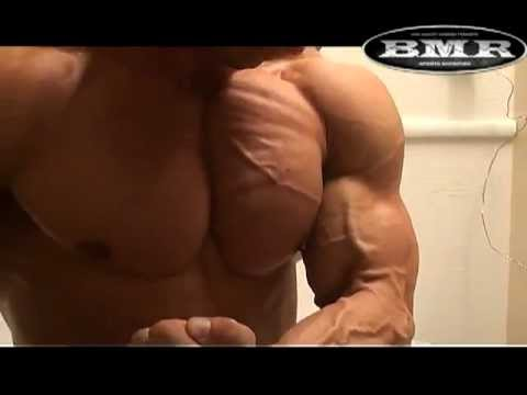 Muscle-bound guy from Scandinavia perfect veins and outrageous legs,hotelroom-flexing,very nice