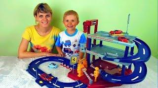 getlinkyoutube.com-Машинки с треком и гаражом - Весёлое видео для детей с машинками