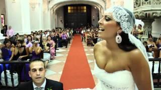 getlinkyoutube.com-Maria le canta a Raul en el altar. Novia sorprende al novio en plena boda