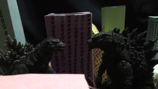 getlinkyoutube.com-Godzilla 2014 vs Godzilla 1995 birth version SH monsterarts stop motion