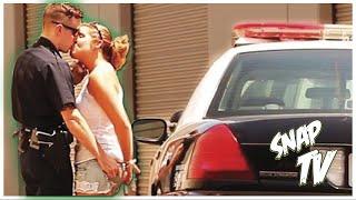 getlinkyoutube.com-Provarci con le Ragazze vestito da Poliziotto - ESPERIMENTO SOCIALE