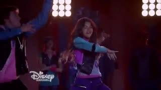 """getlinkyoutube.com-Zendaya """"Too Much"""" (Escena de Zapped - Disney)"""