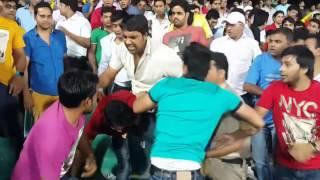 getlinkyoutube.com-Indian Premier League Fights - Cricket fans Fight For Seat DD vs KXIP