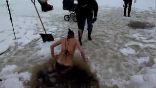 getlinkyoutube.com-brave girl winter swimming under ice in Estonia