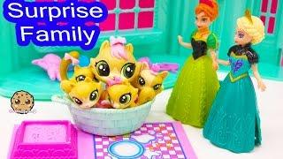 getlinkyoutube.com-Littlest Pet Shop Kitty Cat Mom and Kitten Babies Surprise Families Playset - Cookieswirlc Video