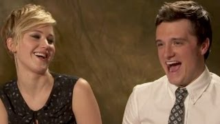 getlinkyoutube.com-Catching Fire Cast plays 'Who Said It'